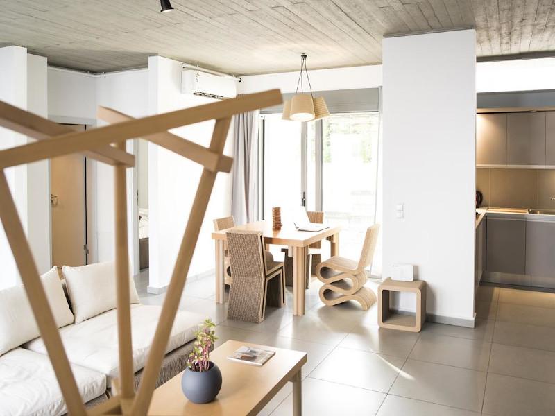 Τραπεζαρία και καναπές από χαρτόνι