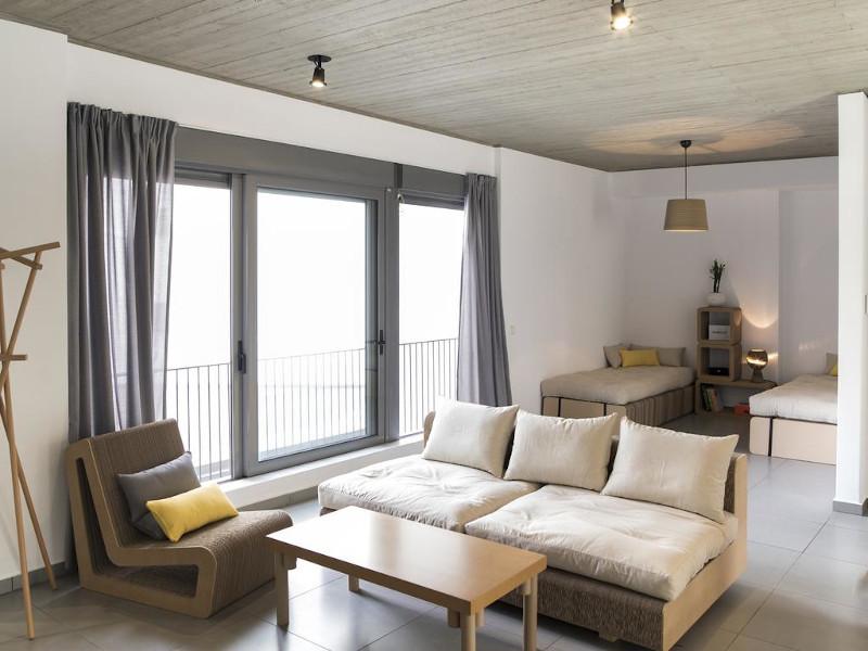 Διαμέρισμα με έπιπλα από χαρτόνι