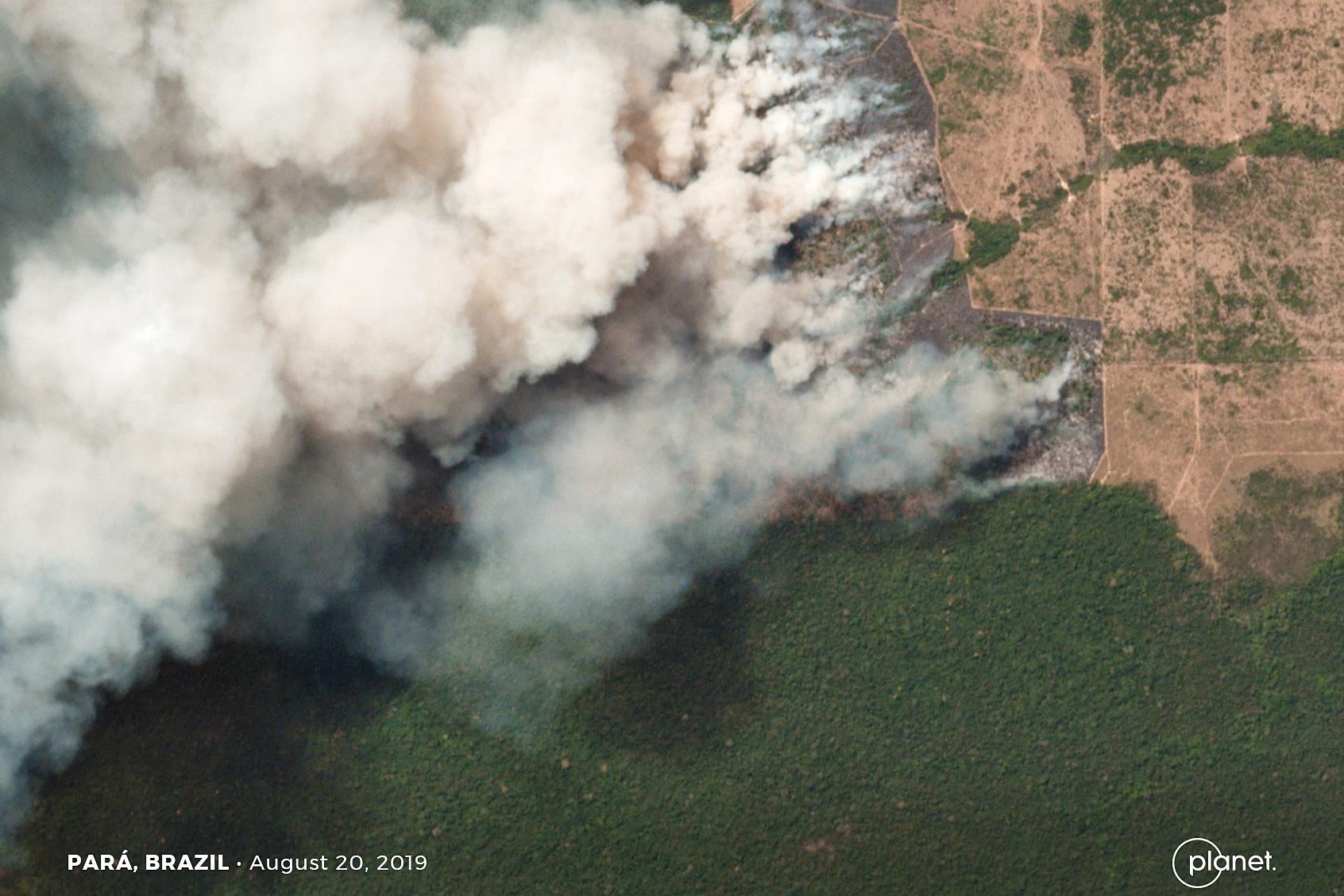 Καπνοί από τη φωτιά στον Αμαζόνιο