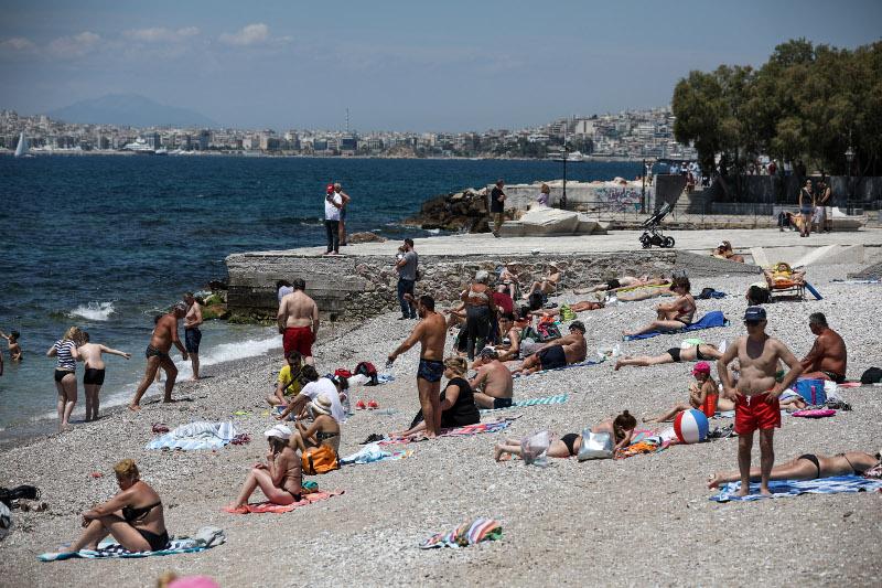 Πολλοί προτίμησαν να κατευθυνθούν στις παραλίες αντί στα εκλογικά τμήματα