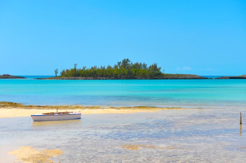 Το νησί διαθέτει μαγικές παραλίες