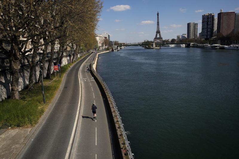 Αδειοι οι δρόμοι στο Παρίσι