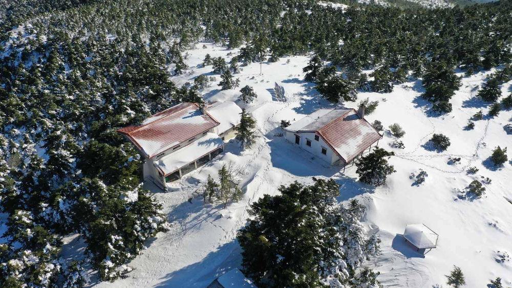 Εικόνα από το χιονισμένο καταφύγιο Μπάφι, το πρωί του Σαββάτου