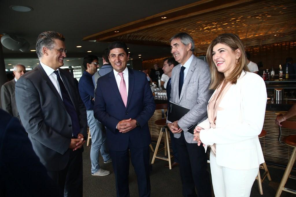Απο αριστερά προς τα δεξιά: Ο Διευθύνων Σύμβουλος της Forthnet κ. Πάνος Παπαδόπουλος, ο Υφυπουργός Αθλητισμού και Πολιτισμού κ. Λευτέρης Αυγενάκης, ο CEO της EuroLeague, κ. Jordi Bertomeu και η Pay TV Executive Director της Forthnet κα. Κατερίνα Κασκανιώτη