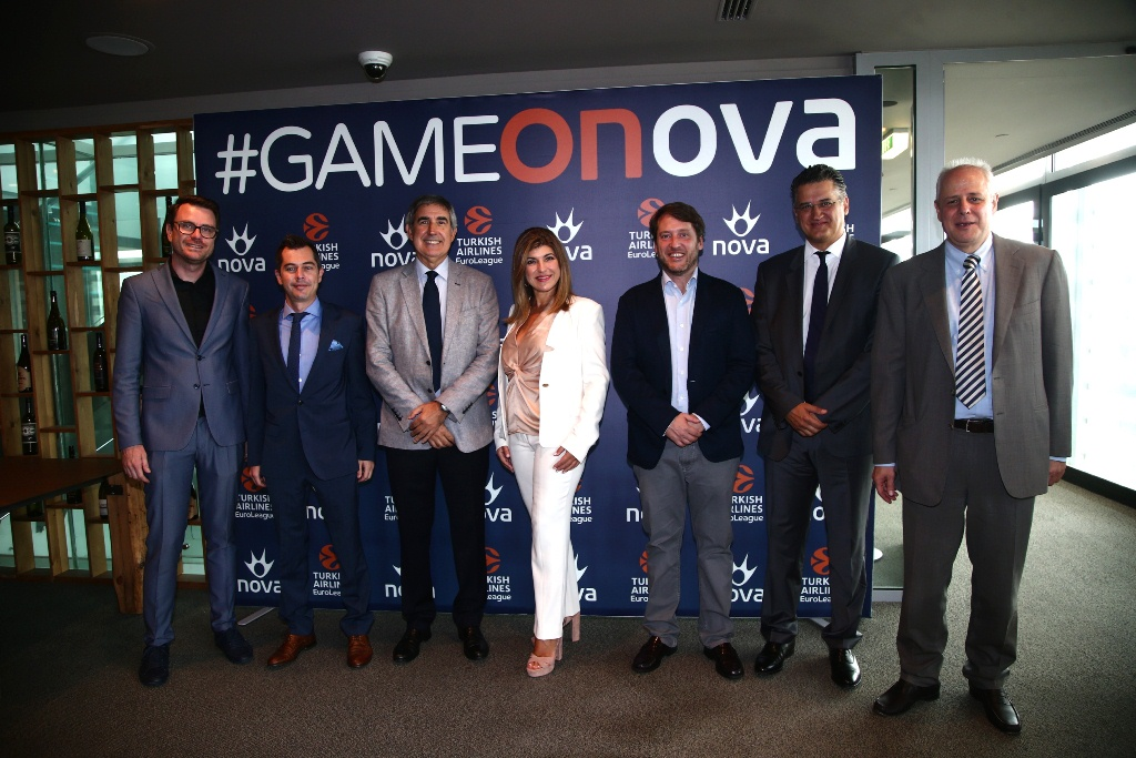 Από αριστερά προς τα δεξιά: κ. Alex Ferrer (EuroLeague), κ. Κίμων Στέφος (EuroLeague), ο CEO της EuroLeague, κ. Jordi Bertomeu, η Pay TV Executive Director της Forthnet κα. Κατερίνα Κασκανιώτη, κ. Enric Rojas (IMG), o Διευθύνων Σύμβουλος της Forthnet κ. Πάνος Παπαδόπουλος και ο Διεθυντής Εταιρικής Επικοινωνίας της Forthnet κ. Γρηγόρης Κατσογιάννης