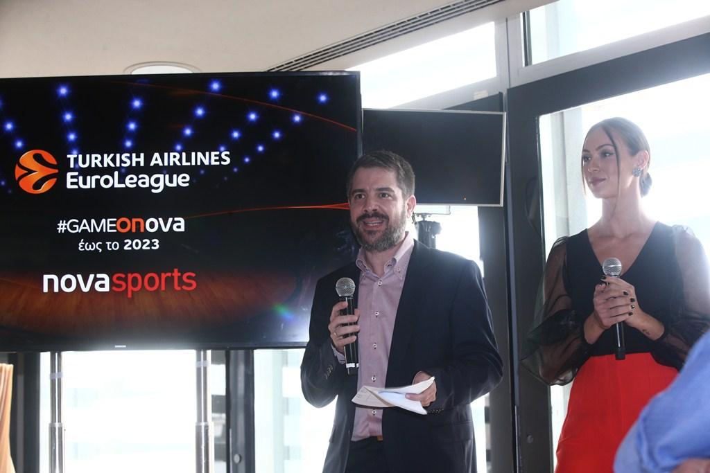 Οι δημοσιογράφοι των καναλιών Novasports και συντονιστές της εκδήλωσης Γιώργος Συρίγος και Δώρα Παντέλη