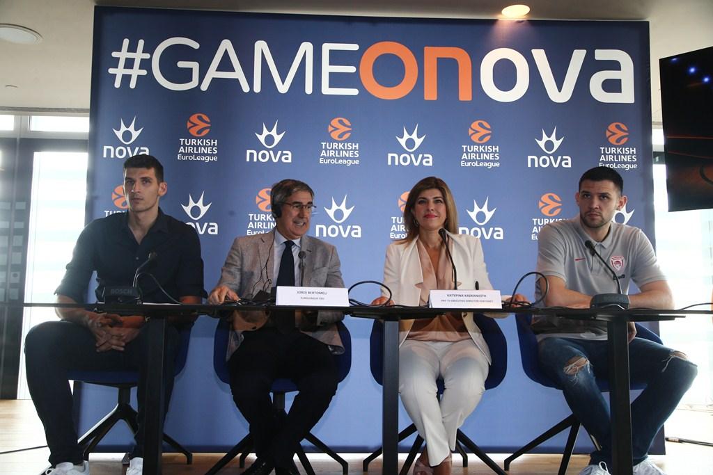 Στο πάνελ της Συνέντευξης Τύπου από αριστερά προς τα δεξιά: ο καλαθοσφαιριστής της ΚΑΕ Παναθηναϊκός ΟΠΑΠ Ντίνος Μήτογλου, ο CEO της EuroLeague, κ. Jordi Bertomeu, η Pay TV Executive Director της Forthnet κα. Κατερίνα Κασκανιώτη και ο καλαθοσφαιριστής της ΚΑΕ Ολυμπιακός Κώστας Παπανικολάου