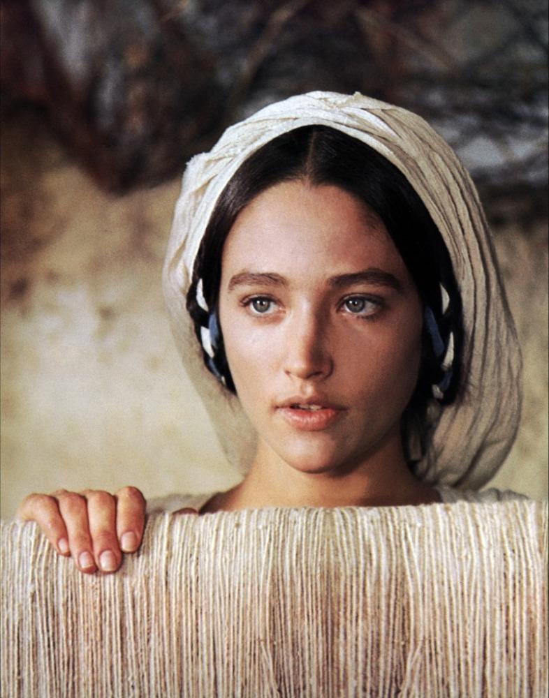 Η Ολίβια Χάσεϊ σε σκηνή από την ταινία «Ο Ιησούς από τη Ναζαρέτ»