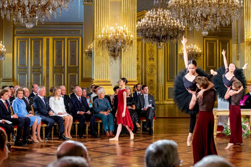 Χορευτές χορεύουν στα γενέθλια της πριγκίπισσας Ελισάβετ του Βελγίου