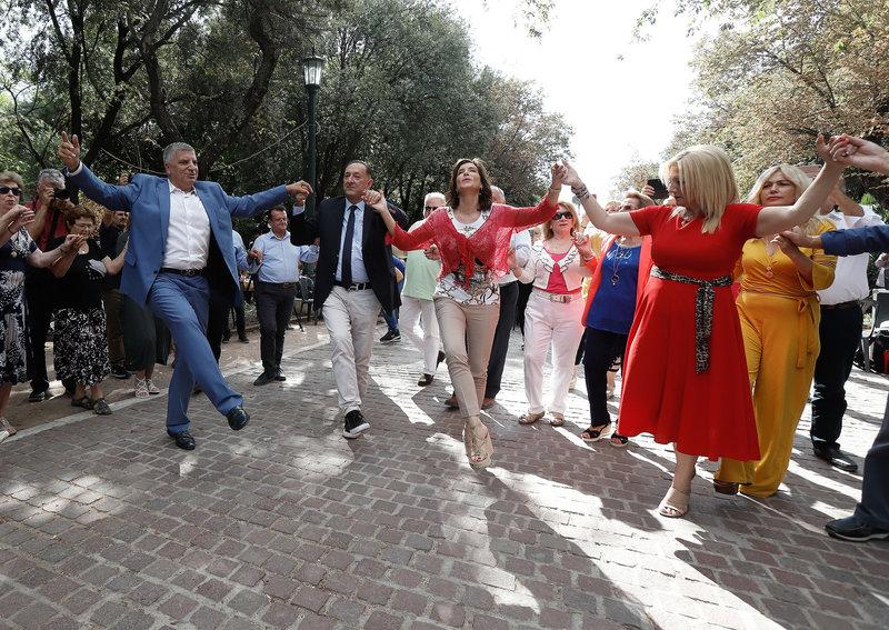 Από τον χορό Πατούλη και Ασημακοπούλου