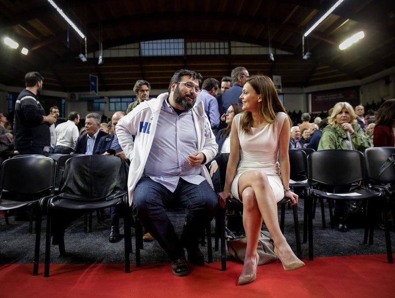 Η Εφη Αχτσιόγλου με τον υφυπουργό Αθλητισμού Γιώργο Βασιλειάδη -Φωτογραφία: EUROKINISSI/KOSTAS VILLA
