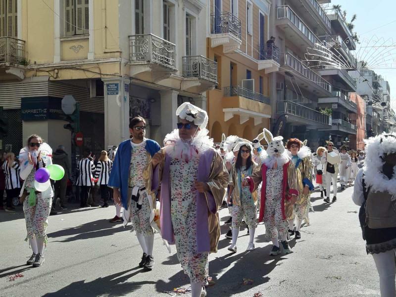 Οι Ελληνες αψήφησαν τις συστάσεις για τον κορωνοϊό