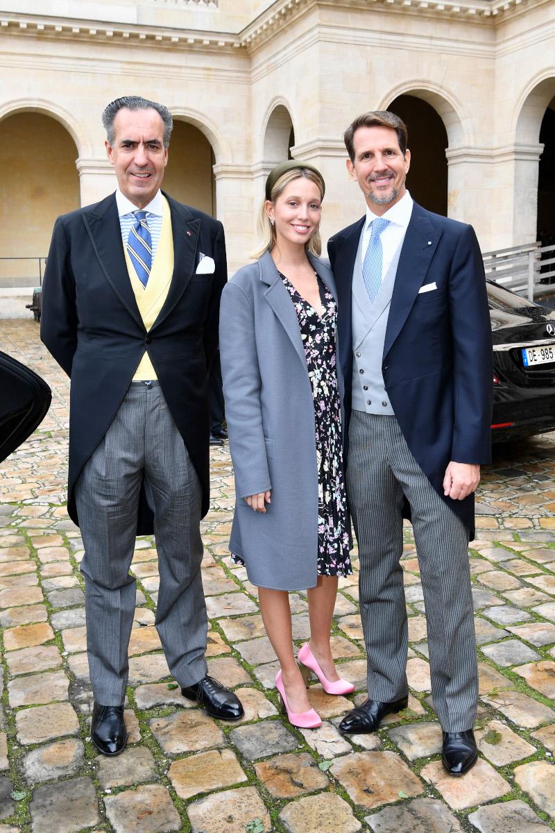 Η Μαρία Ολυμπία έκανε ένα σχετικά συντηρητικό ντύσιμο με λαμπερές σατέν γόβες Prada