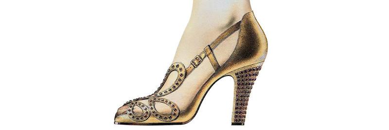 Τα iconic πέδιλα της βασίλισσας Ελισάβετ