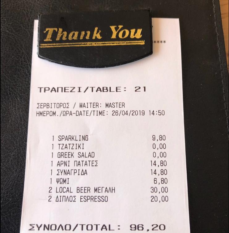 Η απόδειξη του Ισπανού τουρίστα από τον περασμένο Απρίλιο δείχνει πως η τιμή για δύο μπίρες και δύο καφέδες είναι 50 ευρώ