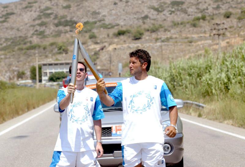 Ο Λεωνίδας Πελεκανάκης στη λαμπαδηδρομία για τους Ολυμπιακούς Αγώνες της Αθήνας