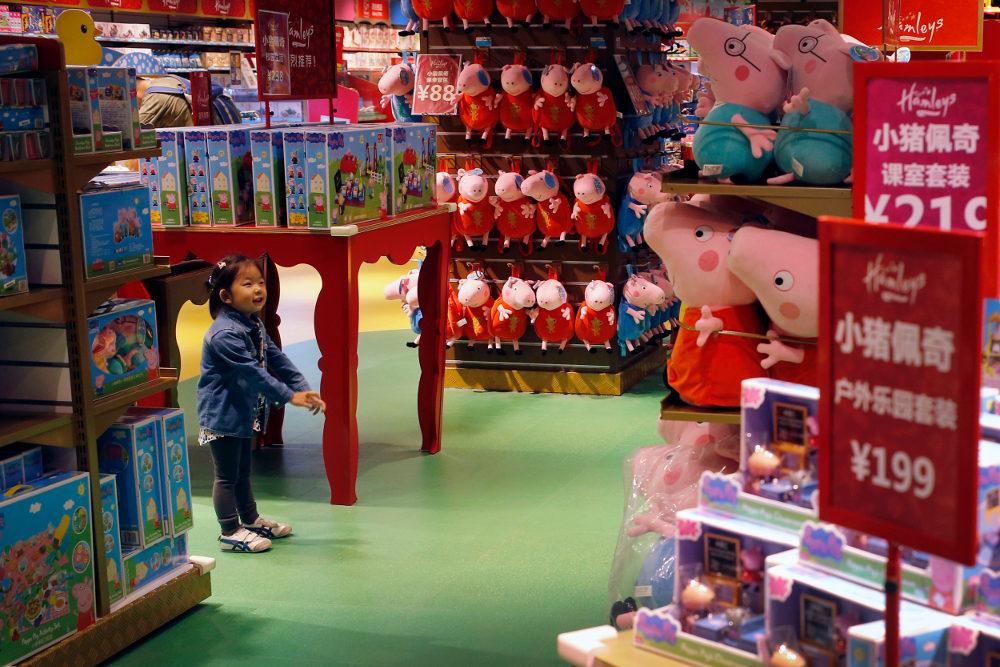 Γεμάτα τα ράδια των παιχνιδάδικων με την Πέππα το γουρουνάκι. Η Βρετανίδα είχε απαγορευτεί στην Κίνα