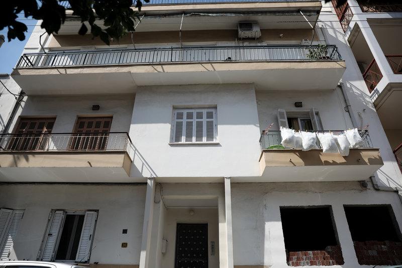 Το σπίτι όπου έγινε το άγριο έγκλημα στο Περιστέρι