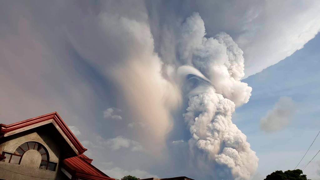 Καπνοί από την έκρηξη ηφαιστείου