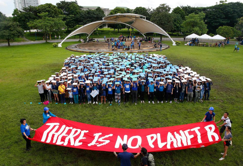 Διαδηλώσεις και στις Φιλιππίνες για την κλιματική αλλαγή με τους μαθητές να κρατούν πανό «Δεν υπάρχει Πλανήτης Βήτα»