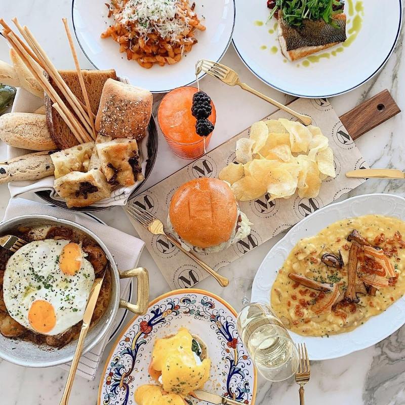 Steak and eggs, ριζότο με κολοκύθα και pancetta, σπιτικά bucatini all'amatriciana, αυγά Benedict