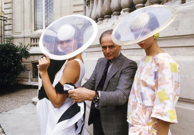 «Τα φορέματα που δημιουργώ είναι για μια ζωή που δεν υπάρχει ακόμη» έλεγε ο διάσημος σχεδιαστής Pierre Cardin
