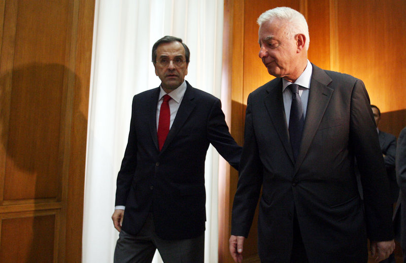 Ο Π. Πικραμμένος ως πρωθυπουργός δέχεται τον πρόεδρο της ΝΔ Α. Σαμαρά στο Μαξίμου
