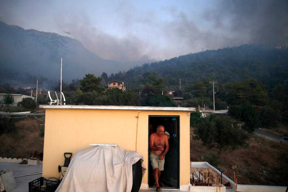 Από την φωτιά στην περιοχή κάηκαν δύο σπίτια