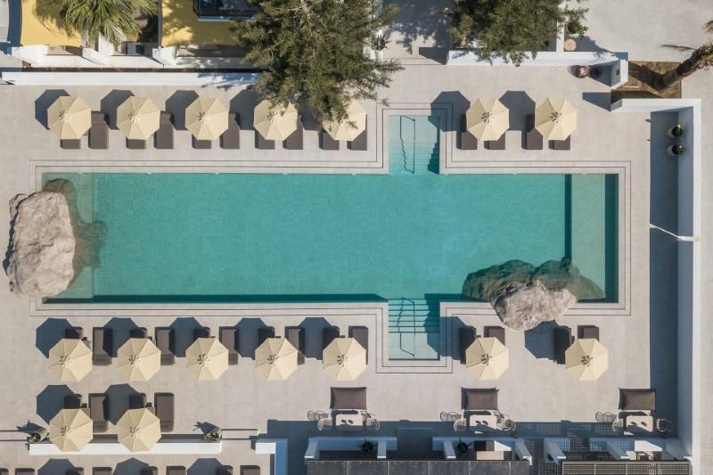 Πισίνα ξενοδοχείου από ψηλά