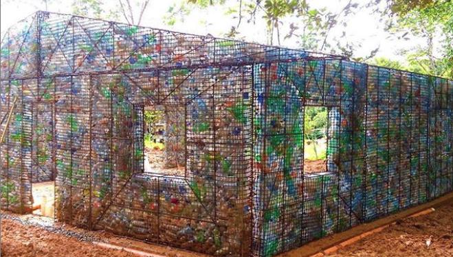 Σπίτι από πλαστικά μπουκάλια