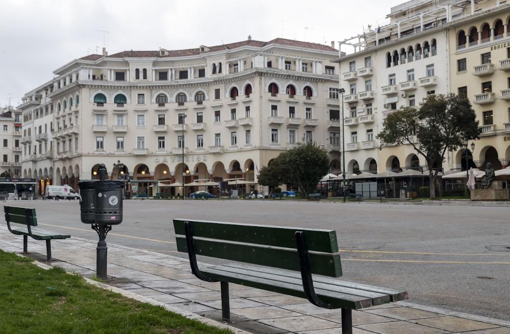 Πλατεία Αριστοτέλους άδεια