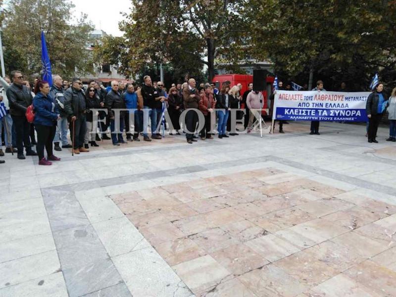 Κάτοικοι διαμαρτύρονται για το μεταναστευτικό σε πλατεία των Σερρών