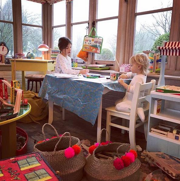 Το playroom είναι γεμάτο με όλων των ειδών τα παιχνίδια