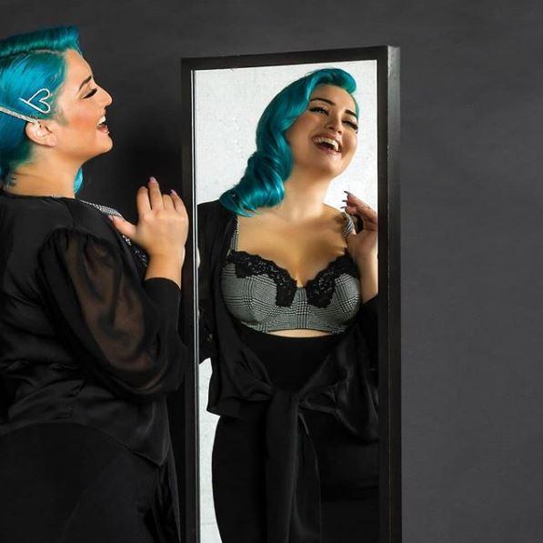 Το μοντέλο Κατερίνα Πεφτίτση με εσώρουχα