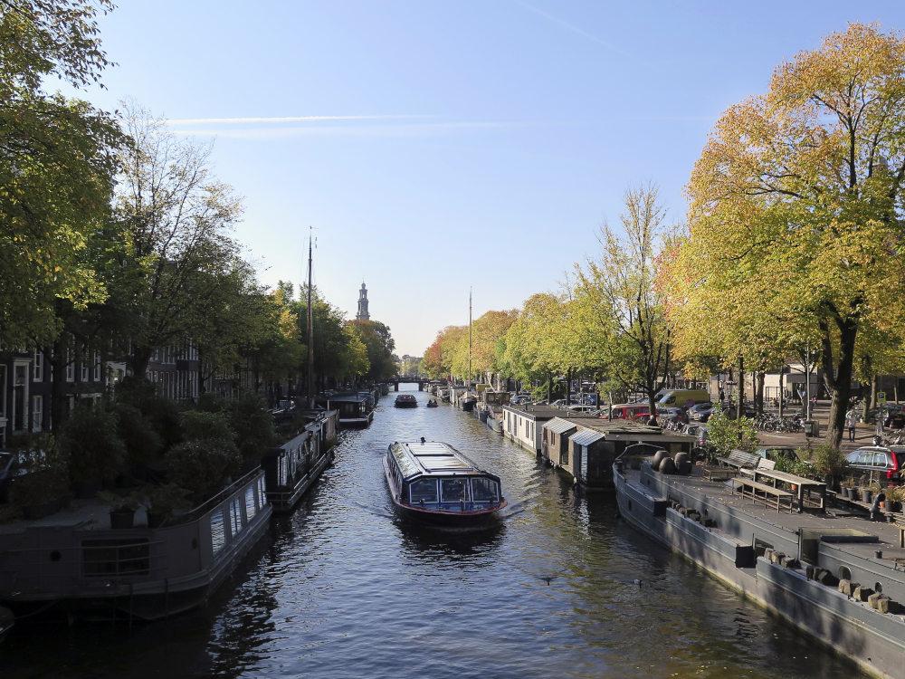 Πλωτά σπίτια στις όχθες των καναλιών του Άμστερνταμ