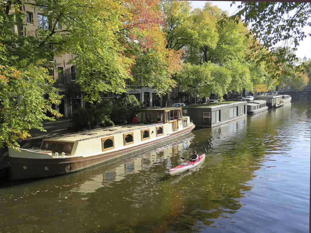 Τα γραφικά κανάλια στο Άμστερνταμ γέννησαν έναν νέο τρόπο ζωής στην πόλη