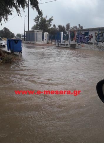 Πλημμυρισμένος δρόμος στη Μεσσαρά