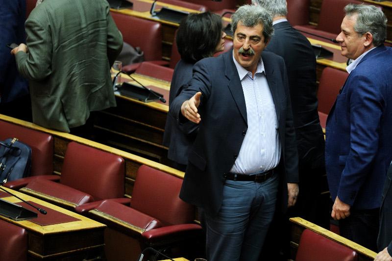 O Πολάκης φωνάζει στη Βουλή