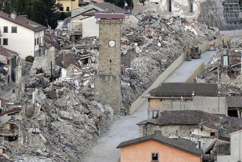 Il terremoto ha quasi completamente distrutto Amatrice