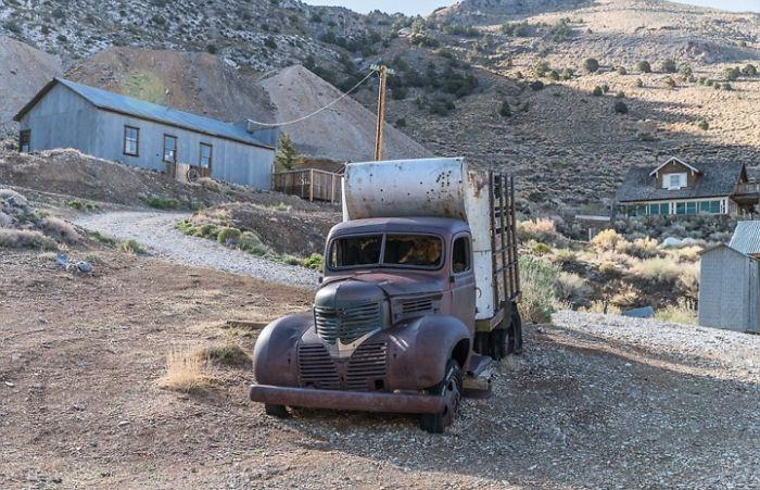 Ένα εγκαταλελειμμένο φορτηγάκι