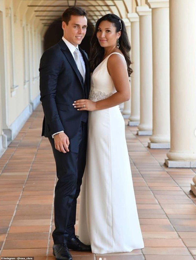 Το ευτυχισμένο ζευγάρι στο πολιτικό του γάμο
