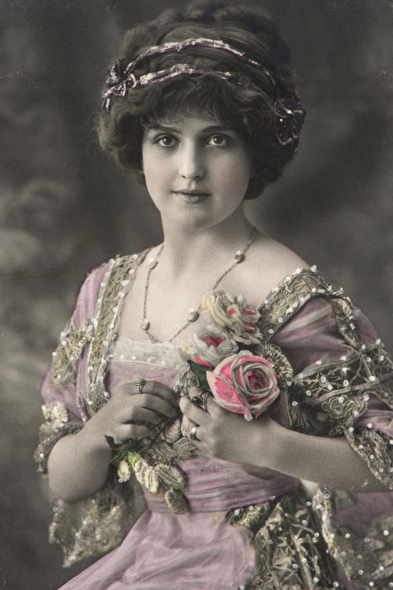 πορτρέτο όμορφηw κοπέλα με τριαντάφυλλα