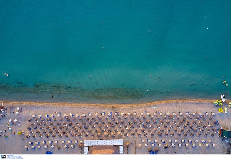 Οργανωμένη παραλία στο Ποσείδι Χαλκιδικής