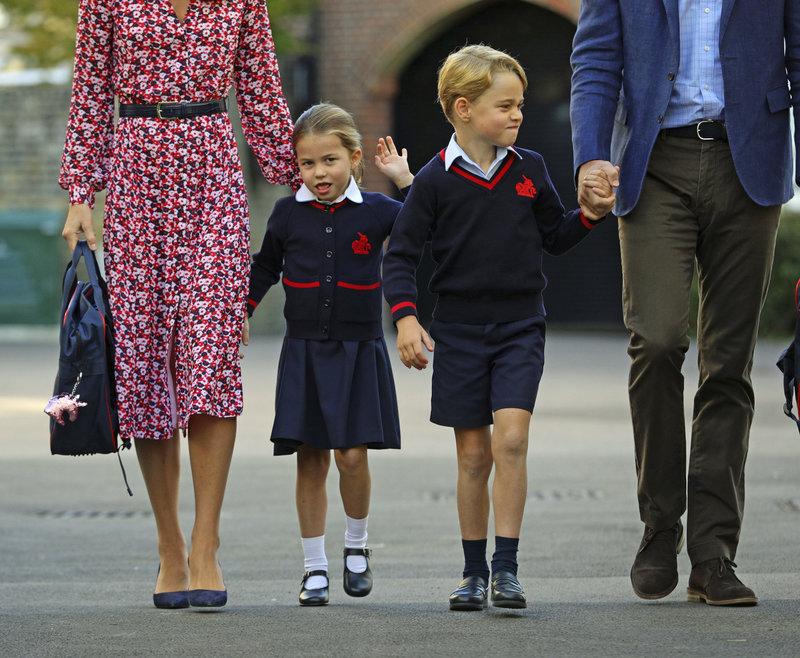 πριγκίπισσα σάρλοτ χαιρετάει πρώτη ημέρα στο σχολέιο 2019