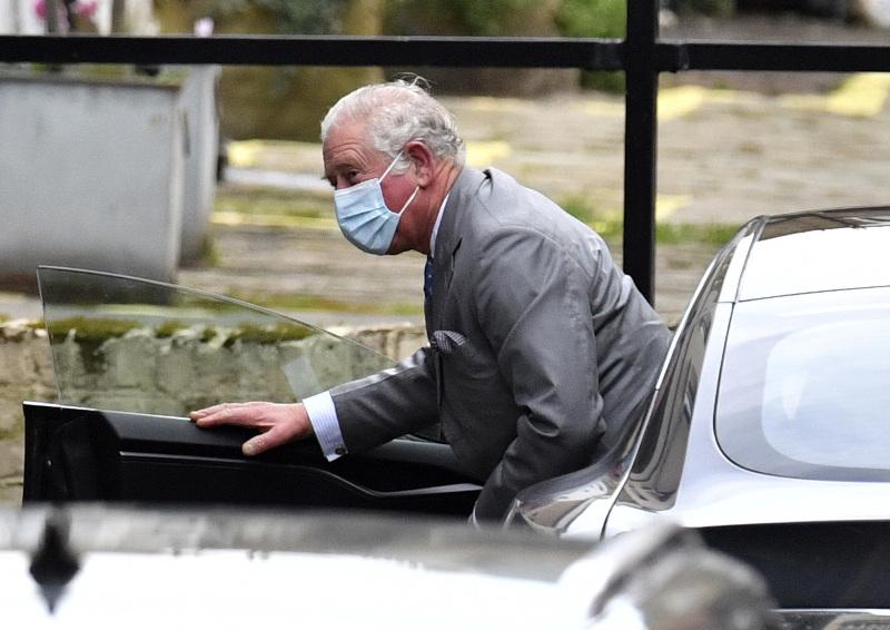 Ο πρίγκιπας Κάρολος έκανε μια επίσκεψη - έκπληξη το Σάββατο στον πατέρα του, πρίγκιπα Φίλιππο