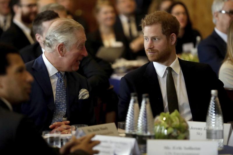 Ο πρίγκιπας Κάρολος με τον γιο του, Χάρι /