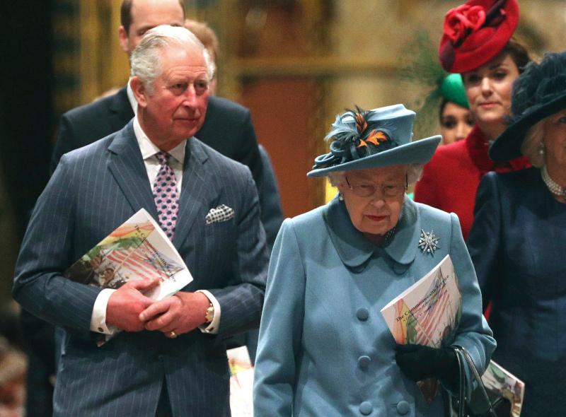 Ο πρίγκιπας Κάρολος με την βασίλισσα Ελισάβετ