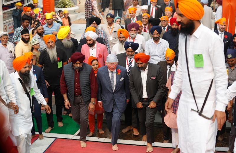 Ο πρίγκιπας Κάρολος βρίσκεται σε επίσημη βασιλική περιοδεία στην Ινδία