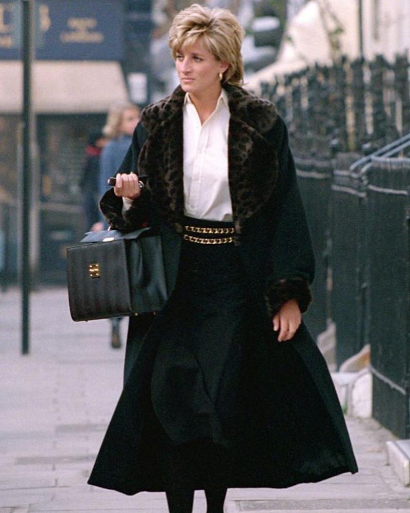 Η πριγκίπισσα Νταϊάνα με μαύρη γούνα