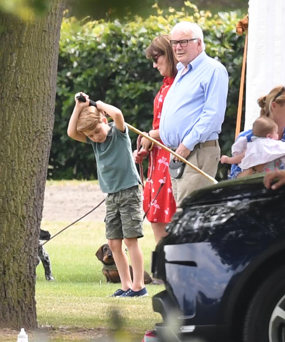 Ο πρίγκιπας Τζορτζ δοκιμάζει την τύχη του με το μπαστούνι του πόλο